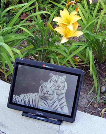 Sahara i500 Tablet outdoors