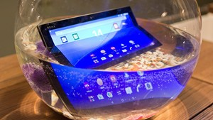 Sony Xperia Z4 Tablet in Water